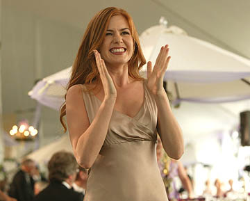 Isla Fisher lights it up as Gloria, the stage-five clinger
